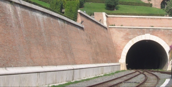 vatikan_tunnel-e1550774944634.jpg